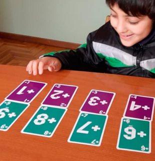 nene con cartas